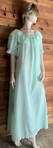 VINTAGE GREEN SIZE XL NIGHTGOWN   #11742