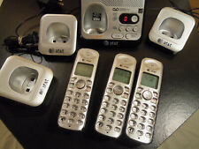 At&T Cordless Phone Answer System Main Base plus 3 phones 3-bases El52500