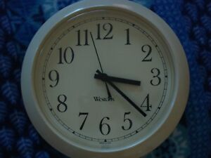 "Westclox 8.5"" Diam. Wall Cream Quartz Clock Glass Lens"