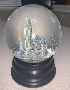 Retired New York Saks Fifth Avenue Statue of Liberty Music Snow Globe