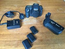 CANON 7D WITH 3 CANON BATTERIES, CANON BATTERY GRIP AND FAST 16GB CARD