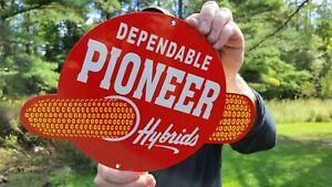 VINTAGE PIONEER HYBRIDS CORN FEED FARM TRACTOR HEAVY METAL PORCELAIN SIGN