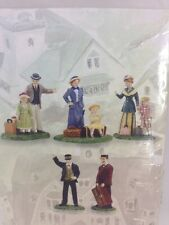 """""""ARRIVING AT THE STATION"""" DEPT. 56 SEASONS BAY 5 PIECE ACCESSORY #53416"""