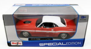 Maisto 1/24 Scale Diecast 31263 - 1970 Dodge Challenger R/T Coupe - Red/White