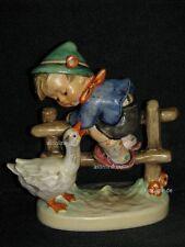 """Goebel Hummel 195/2/0 """"Angsthase"""", barnyard hero, Junge auf Zaun, davor Gans"""