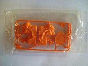 R & L cereal toy Wacky Walkers,Mr Music,Orange,MIP