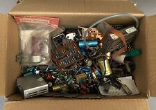 Carton de vieilles pièces électronique resistance restauration radio anciennes