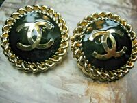 💋💋💋💋💋 Chanel 2 metal buttons  22mm lot of 2 black , gold tone  CC