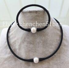Charm 10-11mm weiß Süßwasserperle schwarz Gummi Halskette Armband 16-7.5 Zoll