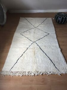 Beni Ourain Rug   Moroccan Handwoven Rug, Pure Wool, Ivory with Black Marks /