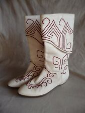 Vintage El Vaquero Italy Embroidered White Boots, Size US 6