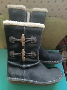 CLARKS SNUGGLEPIE JR GIRLS GREY SUEDE BOOTS SIZE UK 1E BRAND NEW IN THE BOX