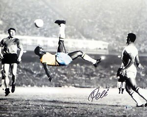 PELE AUTOGRAPHED 16X20 PHOTO CBD BRAZIL BICYCLE KICK SPOTLIGHT BECKETT 161521