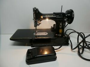 VINTAGE SINGER 222K FEATHERWEIGHT SEWING MACHINE IN CARRY CASE - GOOD CONDITION