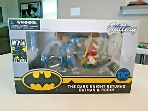 DIAMOND SELECT DC GALLERY DARK KNIGHT RETURNS BATMAN & CARRIE PVC FIGURE STATUE!