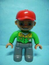 Lego Duplo Figur grün-grau mit roter Kappe