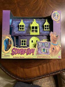 SCOOBY DOO THE MYSTERY MANSION PLAYSET w/ FIGURE firing new Sealed