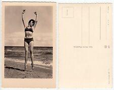 Tanz Sprung Frau am Meer Badeanzug,Bademode,Girl on sea  Foto AK RPPC c.1965 /1