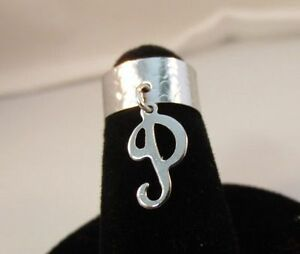 14KT WHITE  GOLD EP  DANGLE INITIAL P TOE RING IN A HAMMERED RING