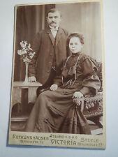 Recklinghausen - Steele - schönes Paar - Mann und Frau in Kulisse / KAB