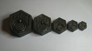 5 anciens POIDS en fonte de balance Roberval 1 Kg et 1/2 Kg 2 Hg 1 Hg et 1/2 Hg