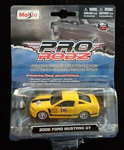 PRO RODZ FORD MUSTANG GT 2006 YELLOW with BLACK STRIPE 1:64