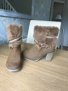 ugg australia boots size 6.5 (39)Used See Pictures. Fur Trimmed Ugg Boots