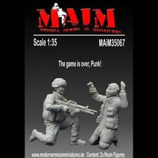 US Army Soldier with capt. Insurgent (2 Fig 1/35 Scale