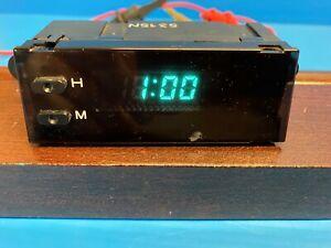 97-99  NISSAN MAXIMA / INFINITI I-30 DASH  DIGITAL CLOCK