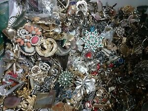 Vintage Lot Of Brooches
