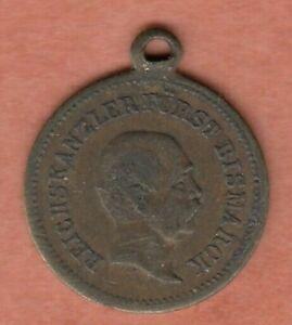 Kleine Medaille mit Reichskanzler Otto von Bismarck mit Öse, ca 17 mm