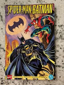 Spider-Man & Batman DC Marvel Comic Book Graphic Novel Joker Goblin Gotham J586