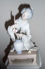 Mint Lladro No. 4840 Oriental Girl; Geisha with Flowers FIGURINE Matte