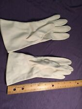 Vintage stretch knit white dress gloves, very good condition, approx size 7