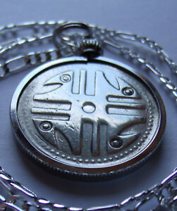"""1995 Colombia 200 PESOS Coin Pendant on an 28"""" Silver Link Style Flat 3/2 Chain"""