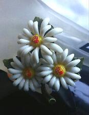 Cheerful FUN Vintage Plastic Daisy Flower Leaf Curved Petals Dimensional Brooch