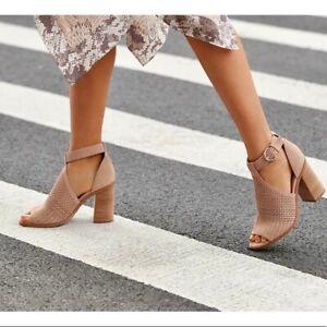 Marc Fisher Womens Quinne Ivory Heel Sandals  Shoes 7 Medium BHFO 4671 B,M