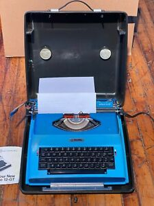 Vintage Royal SP-8500 Apollo 12-GT Electric Typewriter Teal Blue with Carry Case
