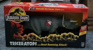JURASSIC PARK JP08 Dino 1993 Damage Triceratops with Head Ramming Attack Kenner