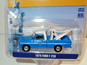 GREENLIGHT #30224 1:64 NYPD NEW YORK POLICE 1979 FORD F-250 TOW TRUCK WRECKER