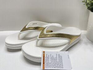 Crocs Sloane Shine Wedge Flip Flop Sandals Women's Size 8 White/Gold  206919-100