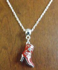 collier chaine argenté 45cm avec pendentif botte rouge 22x17 mm
