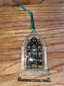 USED 2001 ANNUAL COLLECTIBLE NOTRE DAME CHRISTMAS ORNAMENT OUR LADY AT PENTECOST