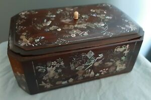 VIETNAMESE CHINESE WOOD MOTHER OF PEARL INLAID BOX.