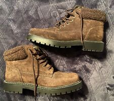 Ladies Winter Boots Size 6 Wide - Brown Suede - Never Worn - Great Tread