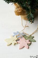 Fatto a mano Set di 4 da appendere in ceramica foglie assortiti colori pastello regalo etichette ALBERO