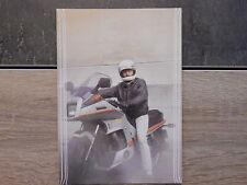 Carte Postale moto - Homme avec casque sur sa Yamaha