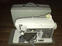 Vintage 60's SINGER 600E Touch & Sew Sewing Machine w/ Storage Carry Case TESTED
