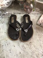 BRIGHTON Ofelia Women's Brown Leather Flip Flops Sz US 6 Sandal Heart Charm