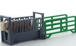 1:64 Livestock Squeeze Chute 3D to Scale Diorama Display Farm